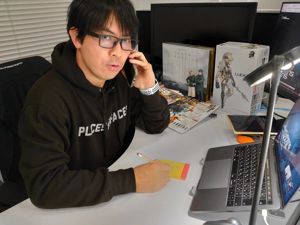 Hideo Kojima computer lampada taccuino